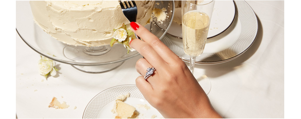 woman with Klienfeld bridal ring with a wedding cake.